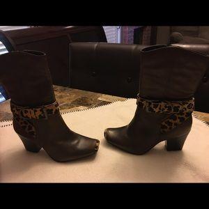 Matisse Cheetah faux hair boots. Size 6
